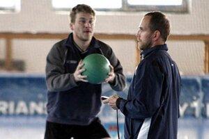 Novým asistentom trénera Stavjaňu sa stal Andrej Kmeč. Vľavo Peter Ordzovenský.