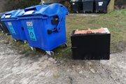 Neznámy muž ukradol na Bystričke novú smetnú nádobu na kuchynský odpad.