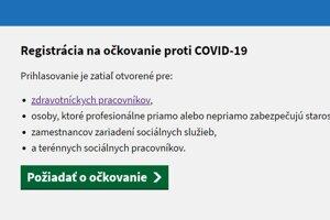 Prihlasuje sa na stránke korona.gov.sk. Aktuálne, 17. januára,  je registrácia otvorená len prvá zo štyroch skupín.