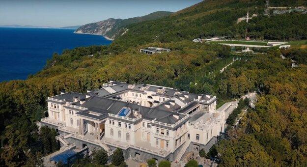 Palác pri Čiernom mori má podľa Navaľného patriť Putinovi.