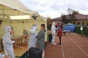 Celoplošné testovanie sa uskutočnilo na prelome októbra  a novembra. V Levickom okrese bolo 108 odberových miest. Jedno z nich v Kalnej nad Hronom.