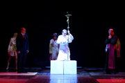 Počas veľkonočných sviatkov divadlo uvedie aj populárnu inscenáciu Povolanie pápež.