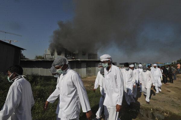Zamestnancov Serum Institute evakuovali.