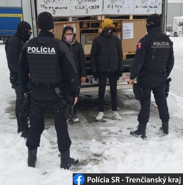 Sedem utečencov zadržali bez dokladov na Kysuciach