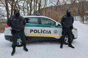 """Policajti z Partizánskeho sa držali hesla """"pomáhať a chrániť""""."""