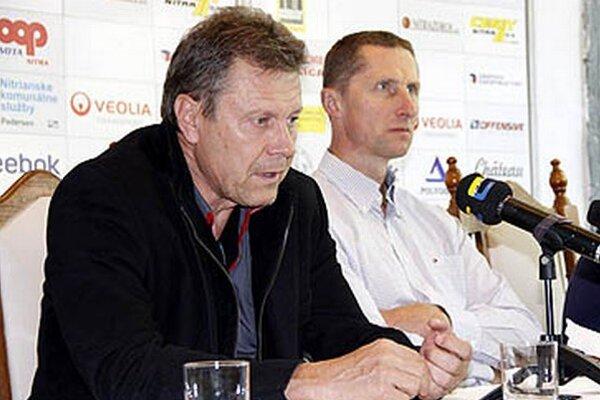 Pred sezónou chceli Nitrania lákať divákov a dostať sa znovu do semifinále. Oba ciele splnili, ba až prekročili. Zľava riaditeľ klubu Ján Plandora a tréner Antonín Stavjaňa.