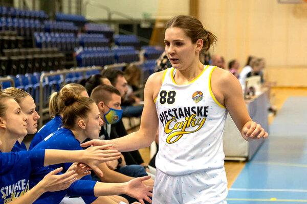 Natália Martišková oblieka dres Piešťanských Čajok. Jej tím v piatok porazil majstra z Ružomberka a vedie tabuľku extraligy.