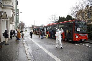 Odberné miesto v autobusoch DPB na Šafárikovom námestí v Bratislave.
