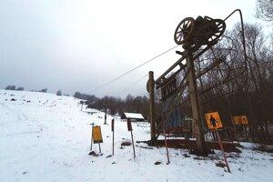 : Lyžiarsky vlek pri dedinke Krokava v Rimavskosobotskom okrese, ktorý je zhruba osem rokov mimo prevádzky, by vďaka novým majiteľom mohol byť znova sprevádzkovaný.