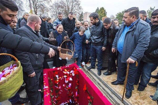 Takto to vyzeralo na pohrebe vajdu.