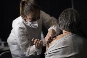 Francúzi sa francúzskej vakcíny nedočkali.
