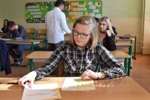 Vlani minister školstva žiakom odpustil prijímacie aj maturitné skúšky. Tento rok ich robiť budú.