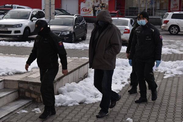 Vodič sa v stredu postavil pred sudcu humenského okresného súdu.
