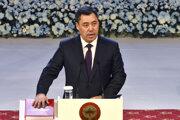Nový kirgizský prezident Sadyr Žaparov zložil slávnostnú prísahu.