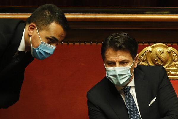 Premiér v demisii Giuseppe Conte a minister zahraničných vecí Luigi Di Maio.