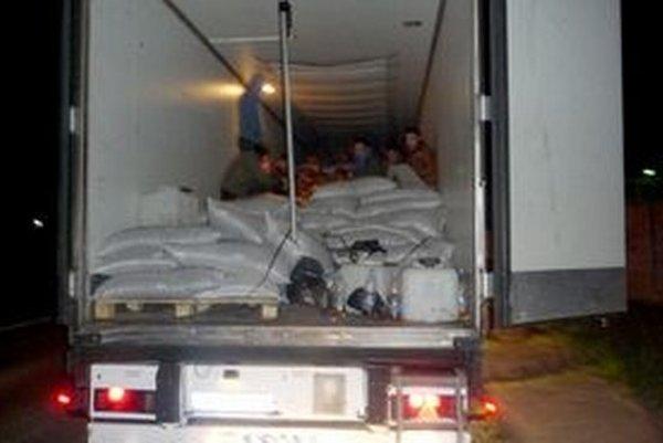 Kamión zastavili colníci vo Vrábľoch. Smeroval vraj do Nemecka.