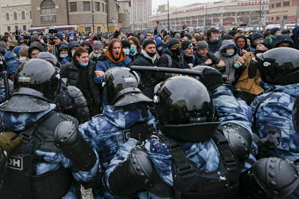 Rusi demonštrovali aj koncom januára po zobratí Navaľného do väzby