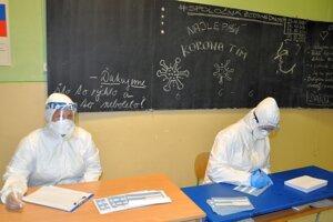 Priestory viacerých škôl využívali ako odberné miesta pri testovaní, teraz sa do nich žiaci môžu vrátiť.