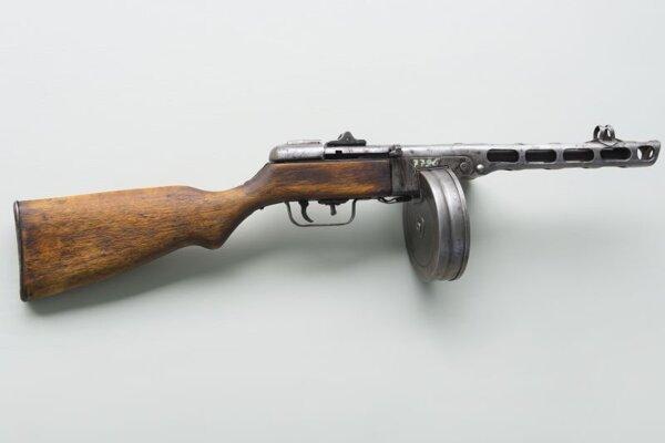 Ruský samopal z II. svetovej vojny PPŠ-41 prezývaný Špagin.
