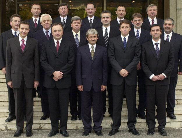 Spoločná fotografia vlády v roku 2002.