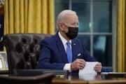 Joe Biden v Oválnej pracovni Bieleho domu.