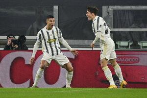 Cristiano Ronaldo (vľavo) a Federico Chiesa.