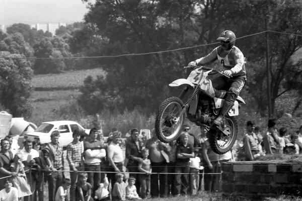 Preteky mávali výbornú divácku kulisu afanúšikovia si mohli užívať kvalitný motošport.