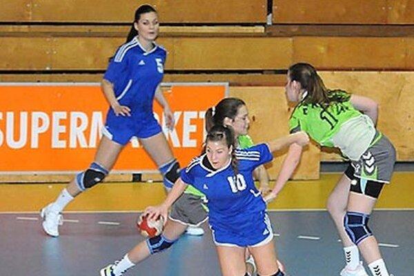 Mladšie dorastenky Šale v šlágri porazili Michalovce. V zápase starších dorasteniek sa tešil súper.