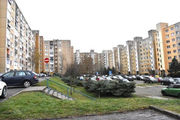Obyvatelia sa obávajú, že dopravná stavba v medziblokovom priestore zhorší kvalitu ich bývania.