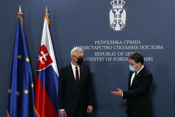 Slovenský minister zahraničných vecí Ivan Korčok a vpravo srbský šéf diplomacie Nikola Selakovič.