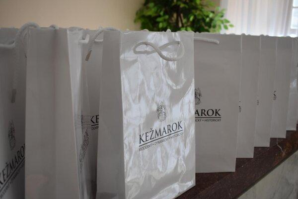 Kežmarskí seniori dostali takéto balíčky.