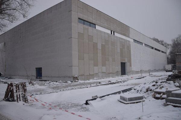 Tréningová hokejová hala na Podháji sa bude môcť čoskoro využívať.