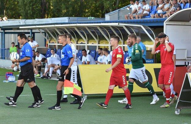 Adrián Šturdík v pozícii asistenta rozhodcu na finálovom zápase Sportika Cup medzi Hlbokým a Rybkami