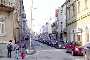 Čierne reklamy našli kontrolóri aj na Farskej ulici.