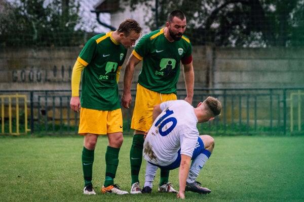 Momentka zo zápasu 11. kola Predmier - Turzovka (0:0).