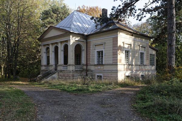 V bývalých Sobraneckých kúpeľoch sa liečili kožné choroby i reumatické ťažkosti.