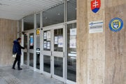 Mestský úrad v Trebišove pre ľudí uzavreli.
