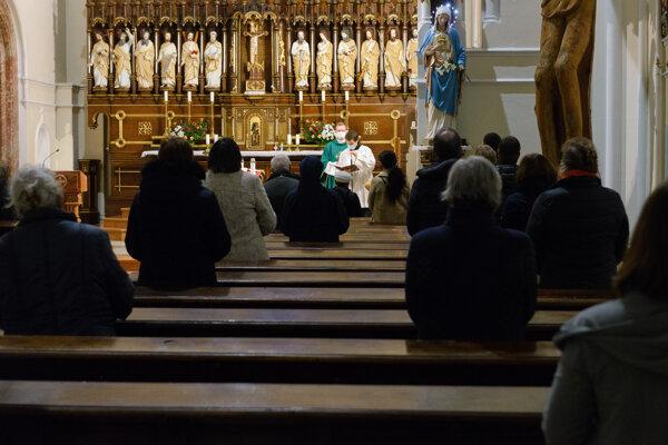 Krajniakov nápad otvárať kostoly sa zvyšku koalície nepozdáva.