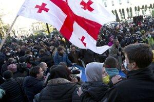 V gruzínskej metropole Tbilisi niekoľko stoviek podporovateľov opozície protestovalo proti zadržaniu vodcu opozičnej strany Zjednotené národné hnutie.