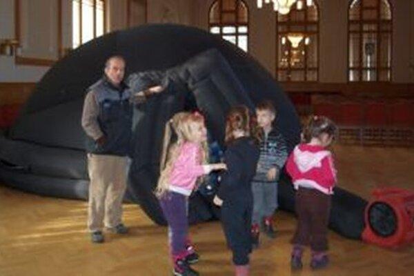 Planetárium si užili aj deti z MŠ na Zvolenskej ulici v Nitre.