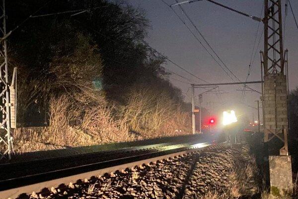 V týchto miestach došlo k smrteľnému stretu ženy s vlakom.