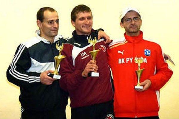 Zľava M. Kulich, víťazný I. Magyar a M. Valkovič.