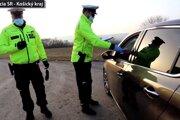 Polícia kontrolovala aj posádky áut.