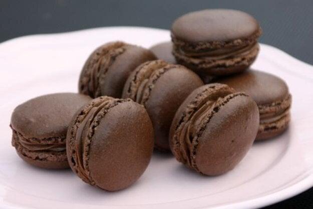 Výroba makróniek nie je jednoduchá. Pri ich histamínovej verzii nahrádzate kakao karobom.