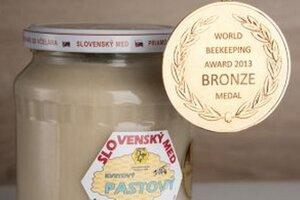 Slovenský med má vo svete cveng. Včelári z nášho kraja si zo svetovej súťaže v Kyjeve priniesli 4 bronzové medaily.