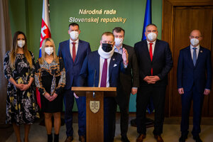 Kollár pozval koaličných partnerov na rokovanie do parlamentu.
