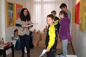 Počas vernisáže lektorka dielní Elena Tarábková odovzdala takmer 40 cien.