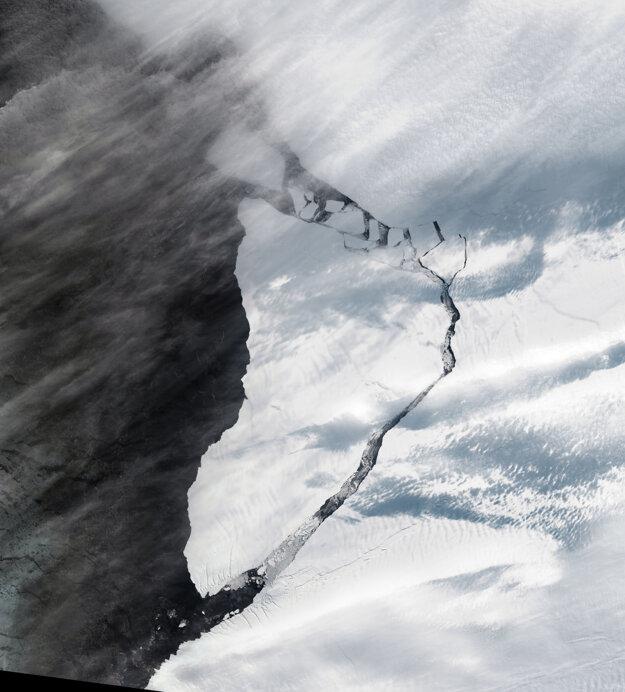Na satelitnom záber je ľadovec A-74, ktorý sa odtrhol od Bruntovho šelfového ľadovca.