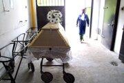 Vo Svidníckom okrese sa koronavírus rozšíril na pohrebe.