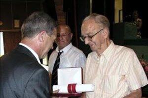 Antona Krumpára ocenili za jeho záslužnú prácu i v rodnej Nitrianskej Blatnici.